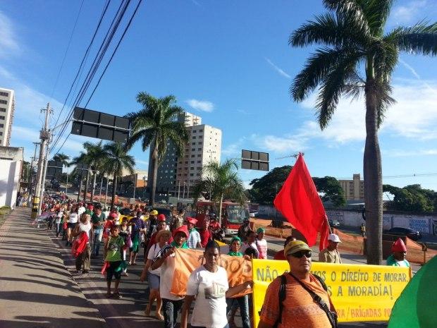 (Foto: Brigadas Populares / divulgação)Moradores da Comunidade Dandara realizam passeata nesta terça (19) até o Tribunal de Justiça de Minas Gerais, onde será analisada ação da Contrutora Modelo que pede a reintegração de posse.