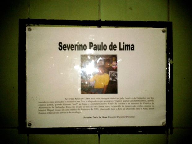 Placa na entrada da Sala de Reuniões Paulo Lima.