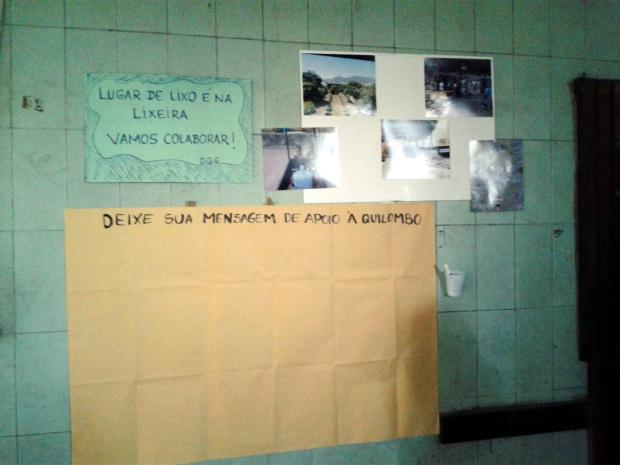 Mural foi preparado para receber recados de apoio, junto com parte da exposição de fotos.