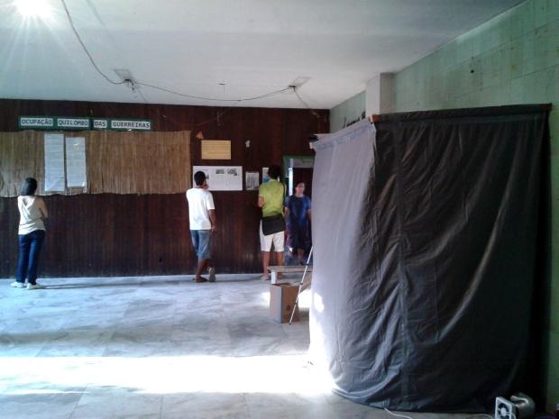 Oficina de pin-hole dividiu espaço com as reportagens sobre a ocupação.
