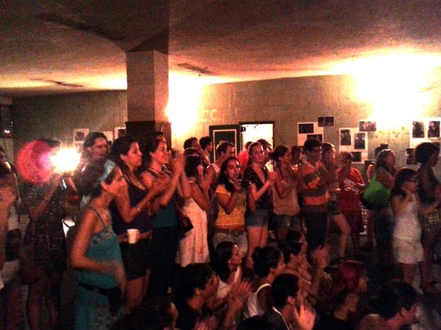 Os shows entraram a noite e fizeram todos/as cantar.