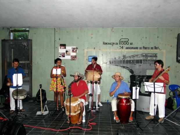 Banda Macumbia abriu os trabalhos da noite com muita animação.