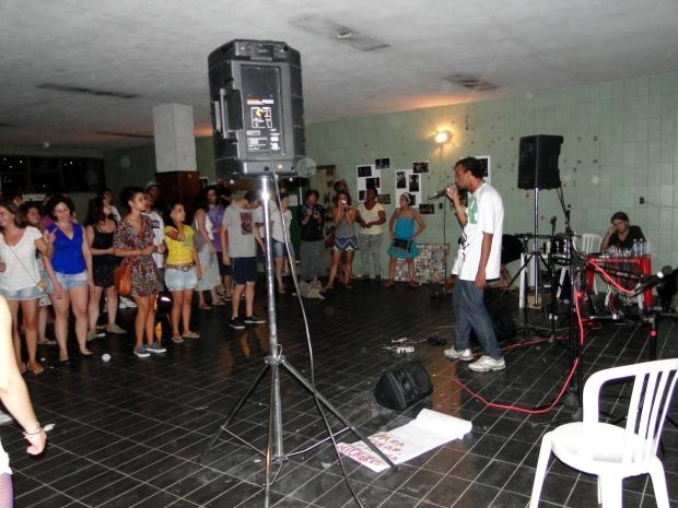 PH Limpa direcionou suas músicas a várias injustiças vistas na cidade.