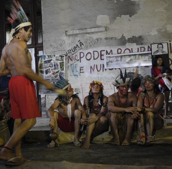 Casais de diferentes etnias se uniram nesta segunda-feira em cerimônia na aldeia | Foto: Uanderson Fernandes / Agência O Dia