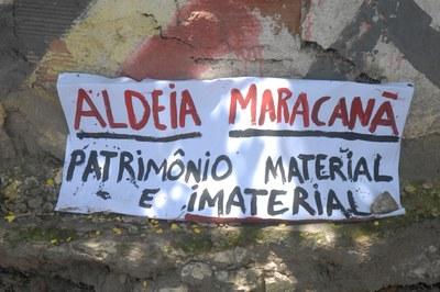 A resistência dos índios da Aldeia Maracanã já se tornou o maior símbolo da rejeição ao projeto de reforma do Maracanã (Foto: Tânia Rêgo / ABr)