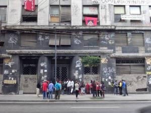 Vista da frente do prédio