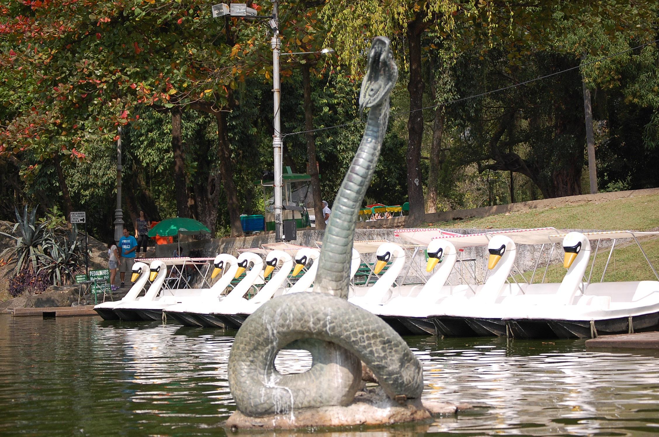 Resultado de imagem para estátua Serpente quinta da boa vista
